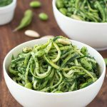 Zoodles with kale pesto and edamame: an easy and healthy zucchini noodle recipe perfect for lunch or dinner. Low carb, low calorie, vegan, vegetarian and gluten-free.