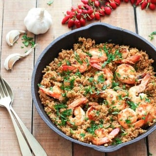 Garlic Shrimp and Quinoa - a simple, healthy and gluten-free dinner ready in 35 minutes. Only 260 calories per serving!