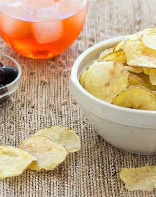 Make healthy and delicious homemade potato chips in the microwave- no oil or deep frying needed. A low-fat and easy snack!