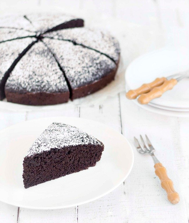 moist chocolate cake-no eggs, no butter