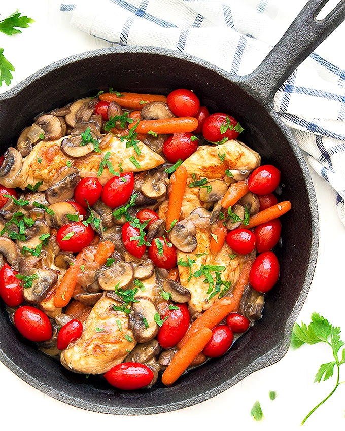 This easy chicken and veggies skillet is an elegant, 45 minutes dinner made in just 1 skillet! An easy meal for those busy weeknights!