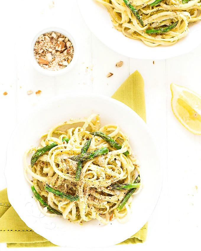 15 minute asparagus almond pasta