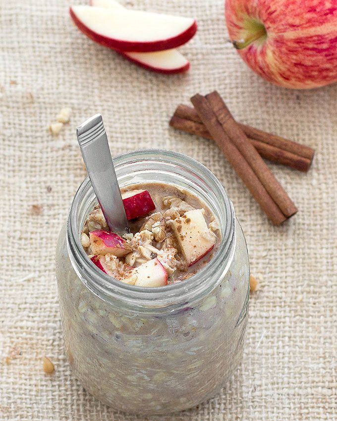Apple Pie Overnight Oats - a breakfast that can be made ahead of time, comes together in less than 3 minutes and taste just like a dessert