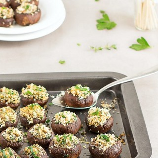 These panko stuffed mushrooms are super easy to make , full of flavor and the perfect appetizer to serve at any party. Vegan and vegetarian