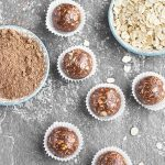 No-Bake Chocolate Peanut Butter Energy Bites - a quick, healthy and super easy snack on-the-go.