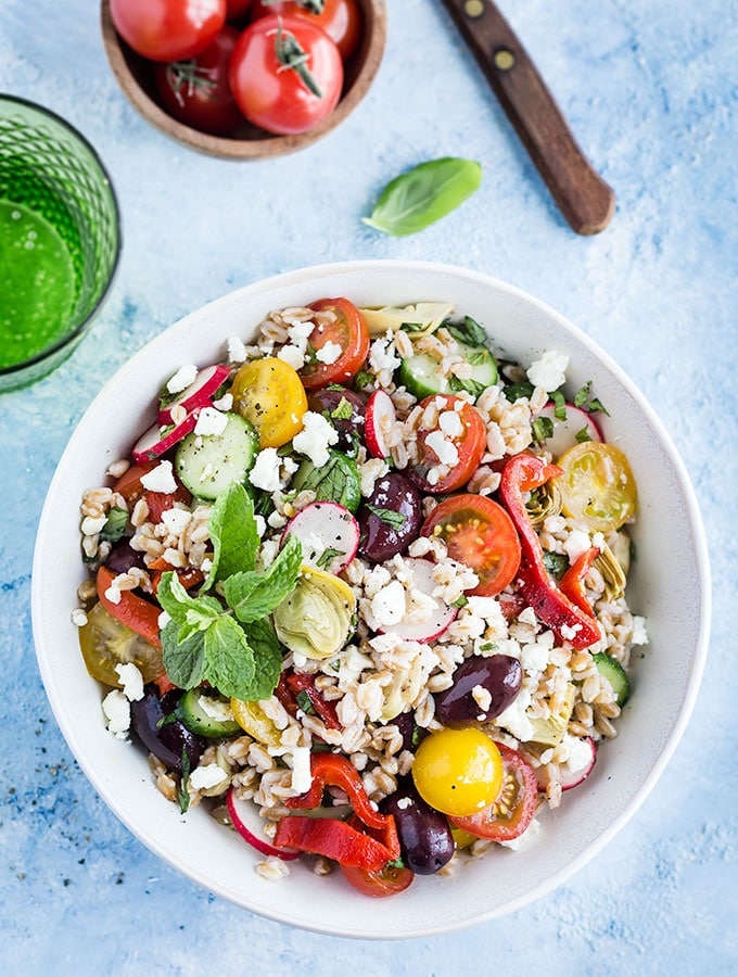 Mediterranean Farro Salad. Ready in 30 minutes! The perfect recipe for summer barbecues, picnics or for a light summer meal. Recipe at aseasyasapplepie.com