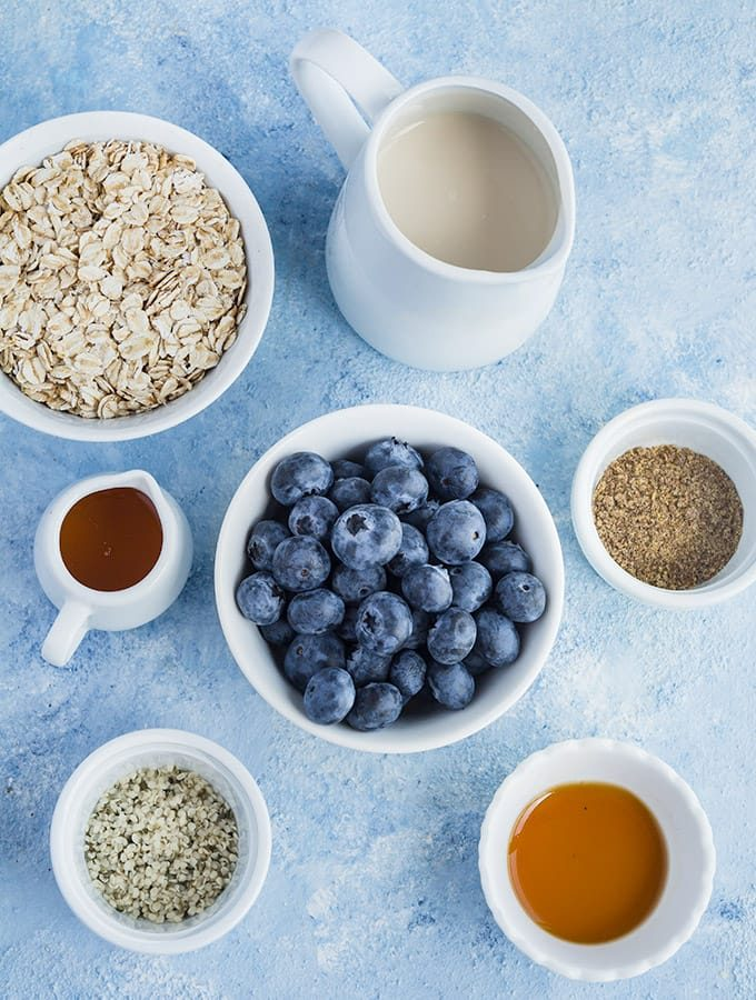 Ingredients used to make blueberry overnight oats